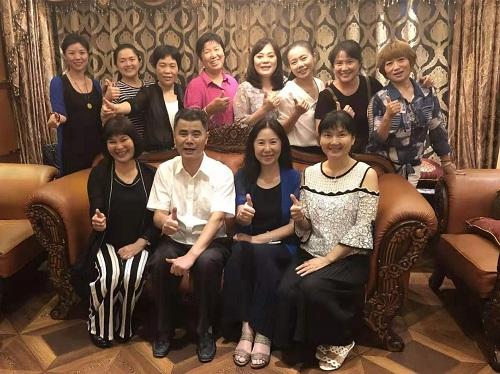 曾力群(右二)与台湾贵州新住民两岸交流协会一行合影.jpg
