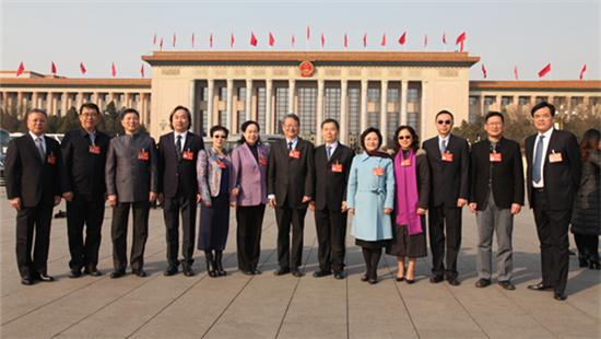 履职尽责 力促发展——全国人大十二届五次会议台湾代表团综述.jpg