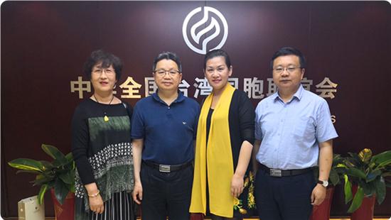 杨毅周会见台湾中华妇女联合会理事长何建华