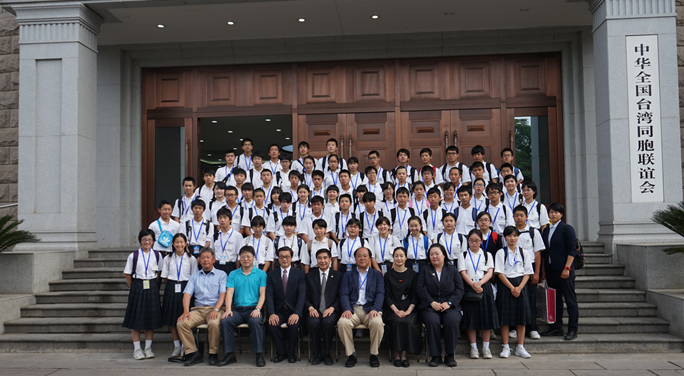 日本神戶中華同文學校畢業旅行團一行拜訪全國臺聯