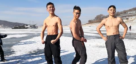 人歡魚躍冬捕忙 隆冬時節喜豐收