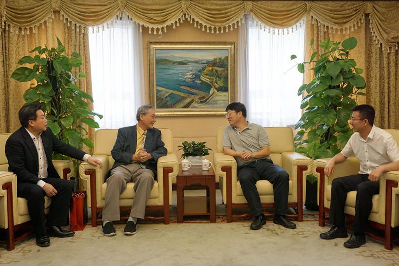 全国台联副会长郑平会见台湾伍氏族亲联谊会执行会长伍宗文一行