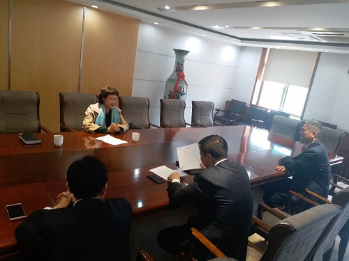 林红霞会长与济南市公交总公司领导座谈.jpg